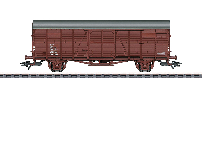 """Gesloten goederenwagen Gbl van de Zweedse spoorwegen (SJ). Basis is het vroegere verwisselbare type Gl """"Dresden"""". Korte uitvoering, zonder handrem, remplatform en remhokje. Uitvoeringen zonder kopschotdeuren. Zoals in gebruik rond 1970."""
