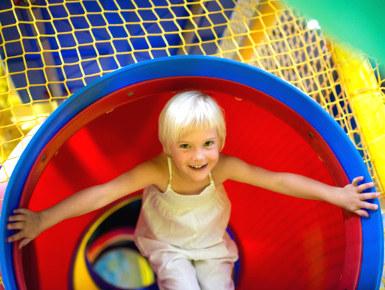 Reizen en kindvriendelijke vakanties kijk steeds uit naar een speeltuin voor de kinderen.